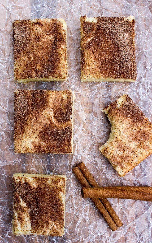 Snickerdoodle Blondies, so buttery and soft -- SugarSpunRun