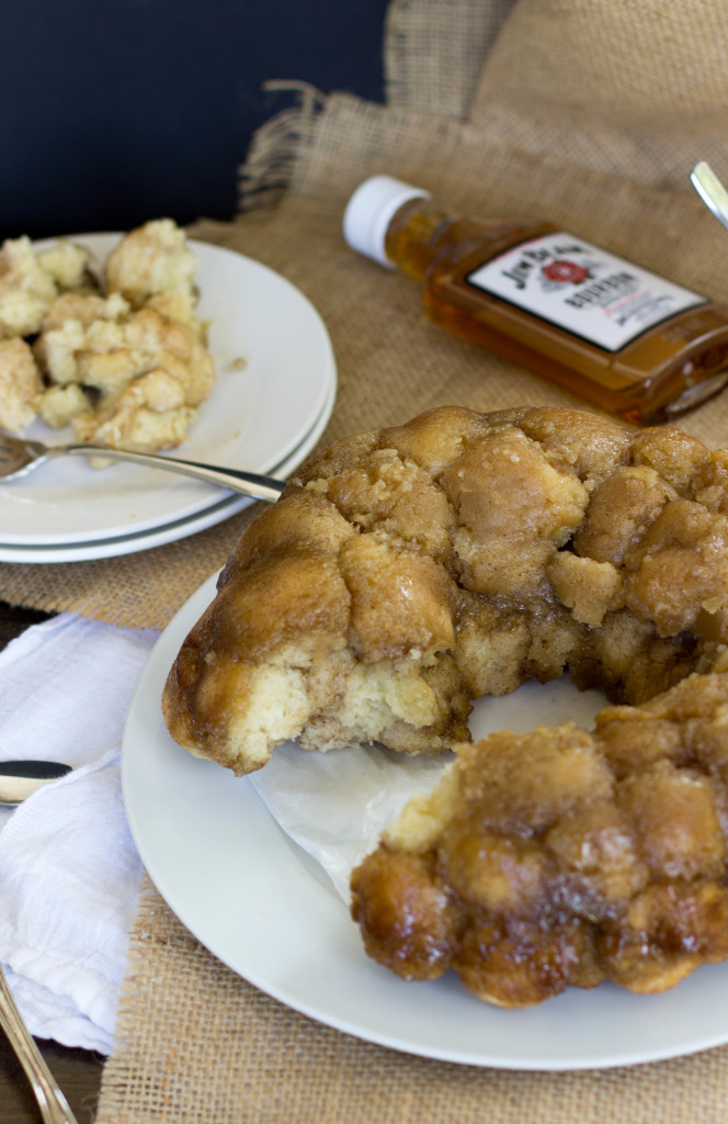 A No Yeast Monkey Bread made from scratch that doesn't require yeast -- this is so good! || Sugar Spun Run