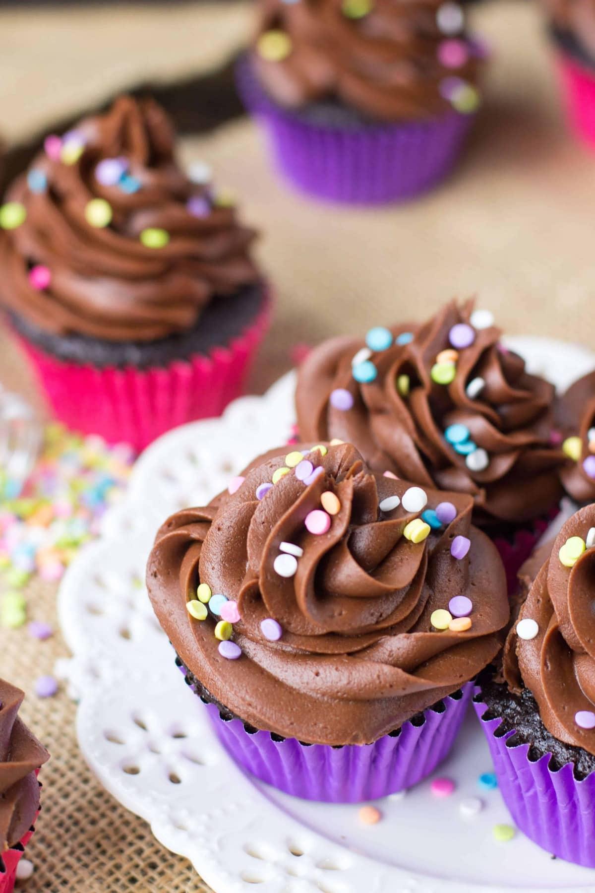Easy Chocolate Cupcakes - Sugar Spun Run