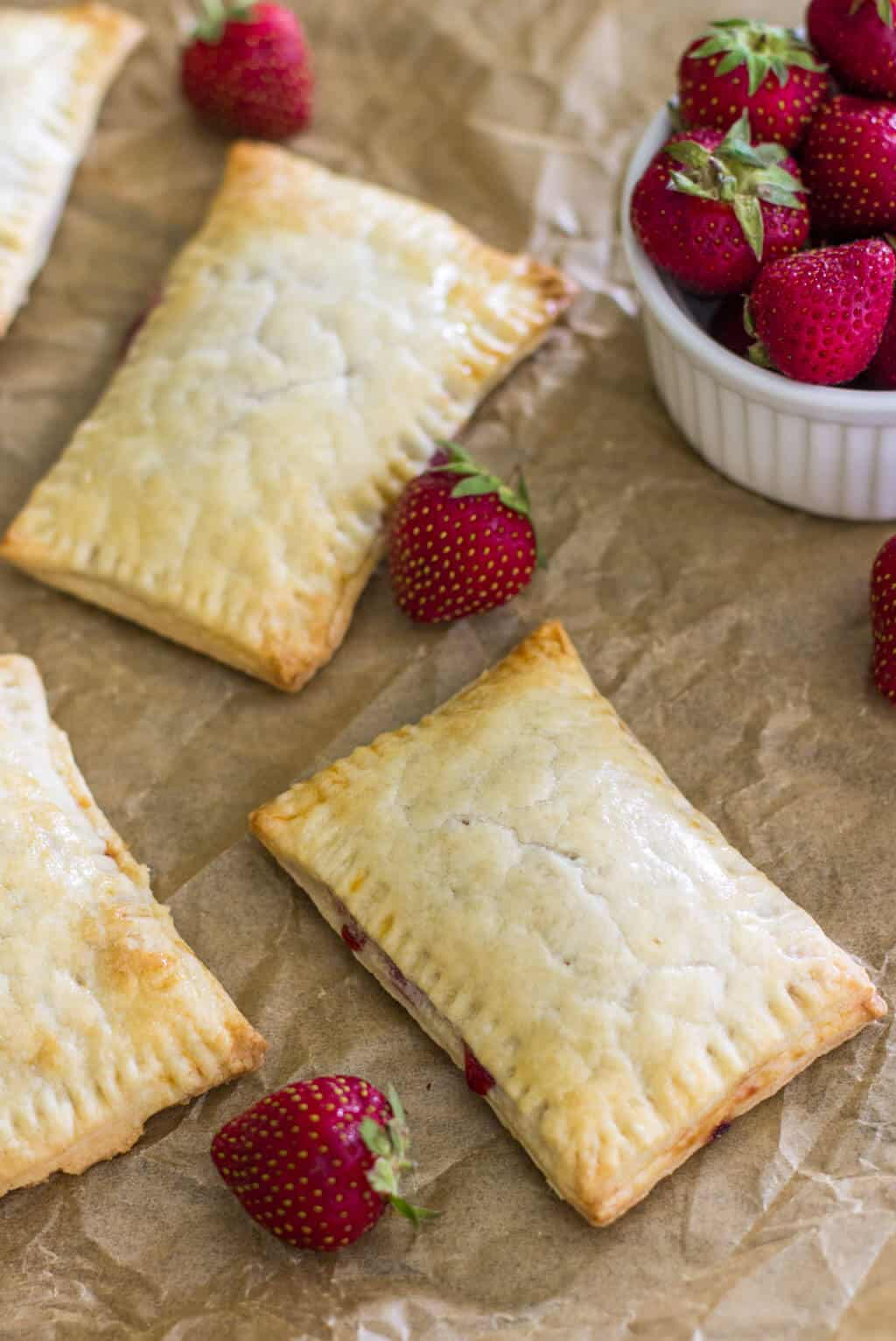 These homemade strawberry pop-tarts are made with an easy, flaky ...