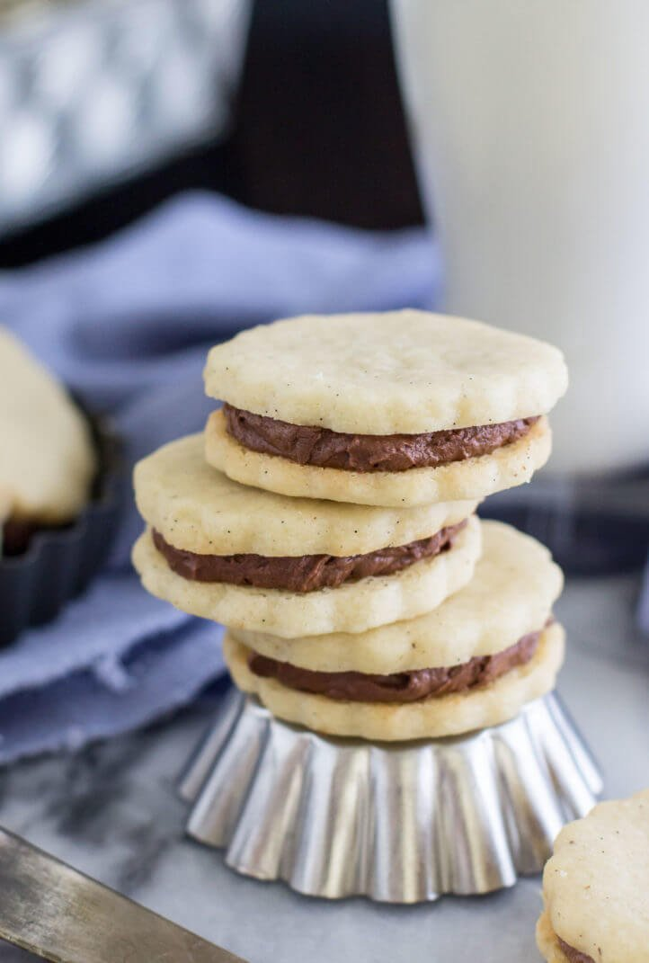 Vanilla Bean Sandwich Cookies With Chocolate Cream Via Sugar Spun Run