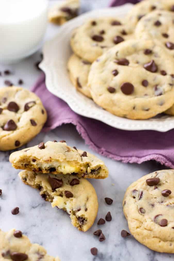 Cheesecake stuffed chocolate chip cookies || Sugar Spun Run