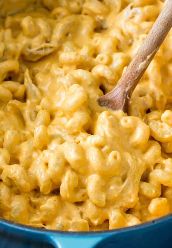 Creamy Buffalo Chicken Mac and Cheese -- so good and addictive!