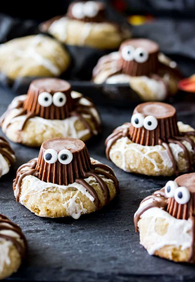 Adorably spooky spider cookies! || Sugar Spun Run
