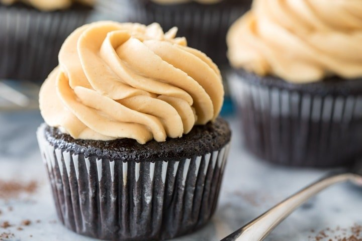 Homemade Chocolate Cake Peanut Butter Frosting: Peanut Butter Frosting