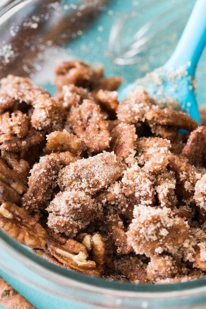 Coating nuts with cinnamon and sugar
