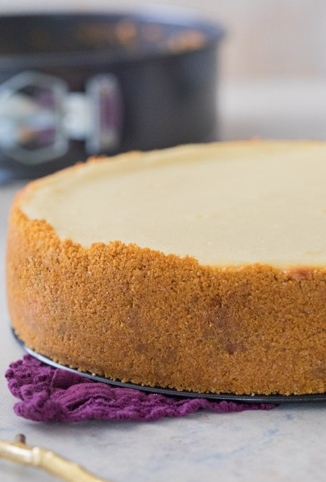 Cheesecake baked without water bath (no cracks)