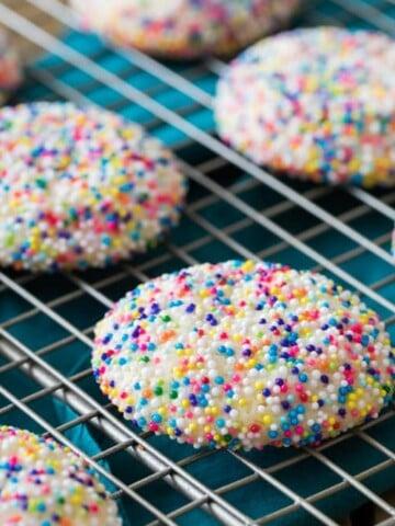 Sprinkle cookies on cooling rack