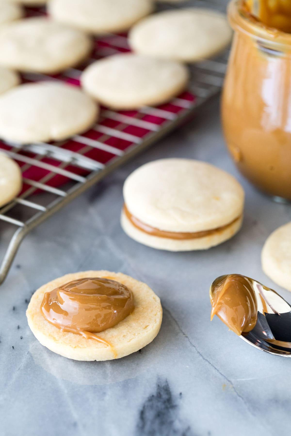 portioning dulce de leche into cookie half
