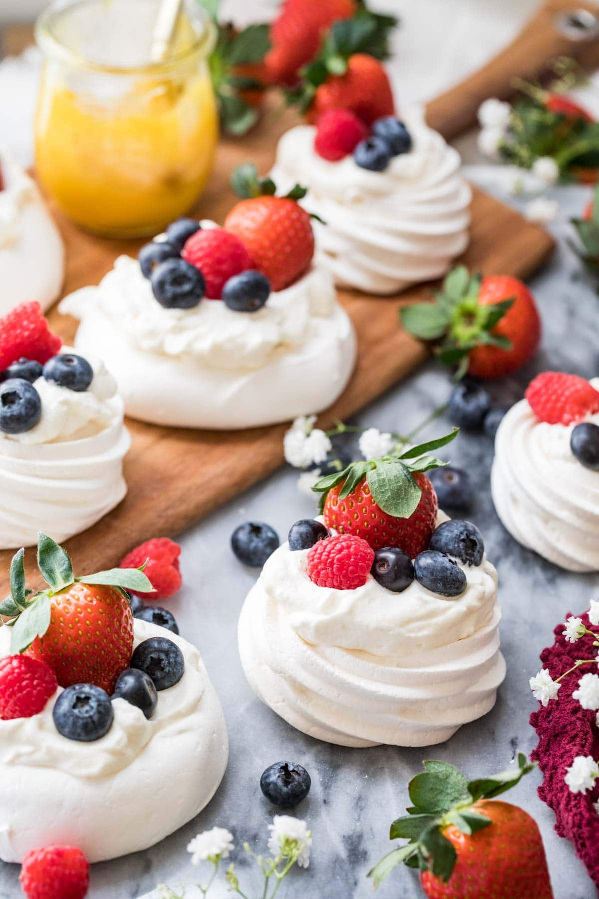 Multiple finished pavlovas.