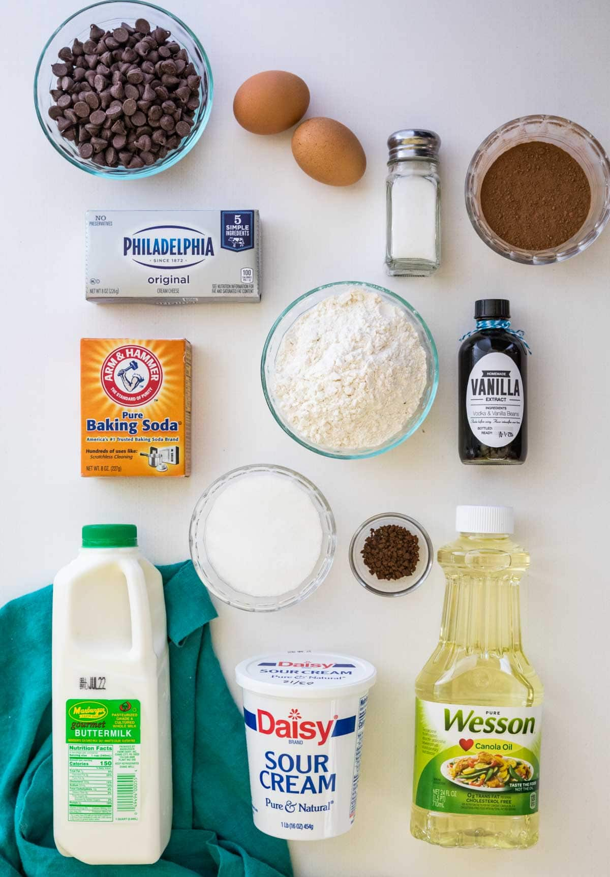 Ingredients needed to make chocolate cheesecake muffins